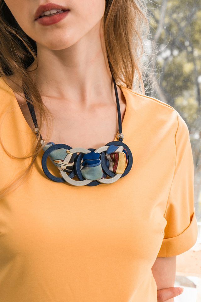Rixley Hoop Necklace in Blue