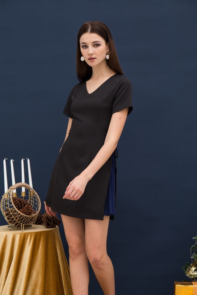 Paityn Side Pleated Dress in Black (XS)