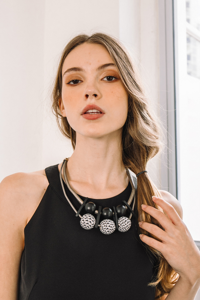 Dyn Bead Necklace in Black