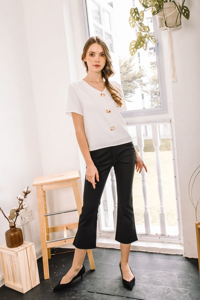 Giada Basic Button Top in White (XS)