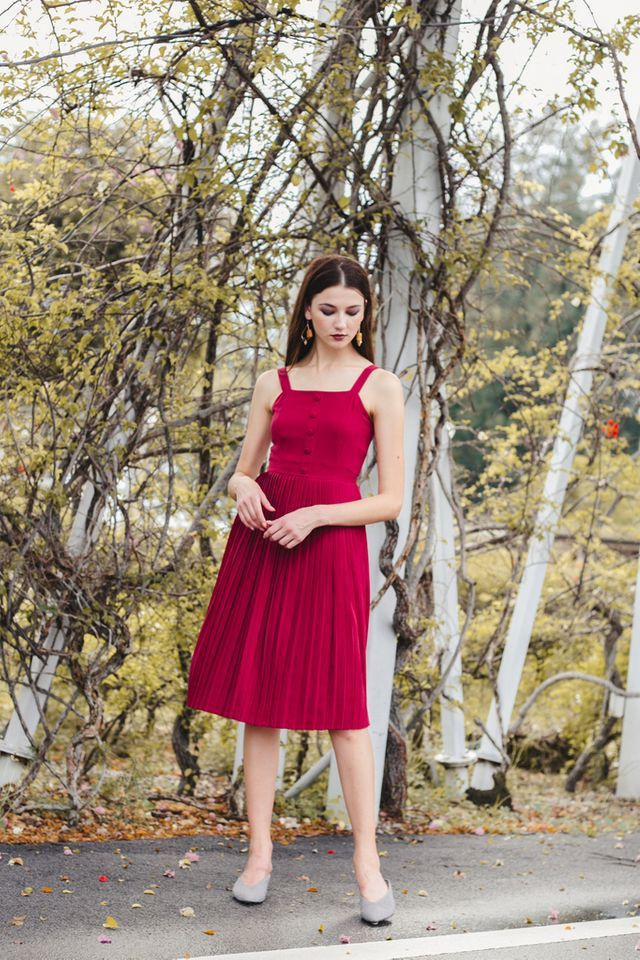 Mariota Pleated Midi Dress in Raspberry