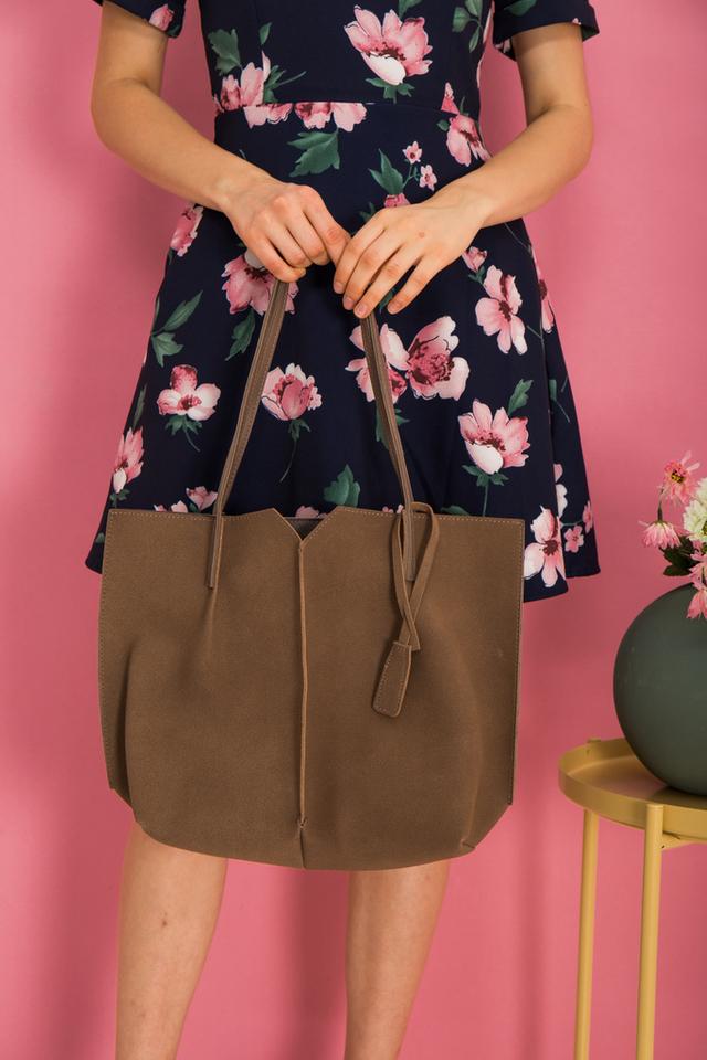 Cydney Two-tone Handbag in Tan