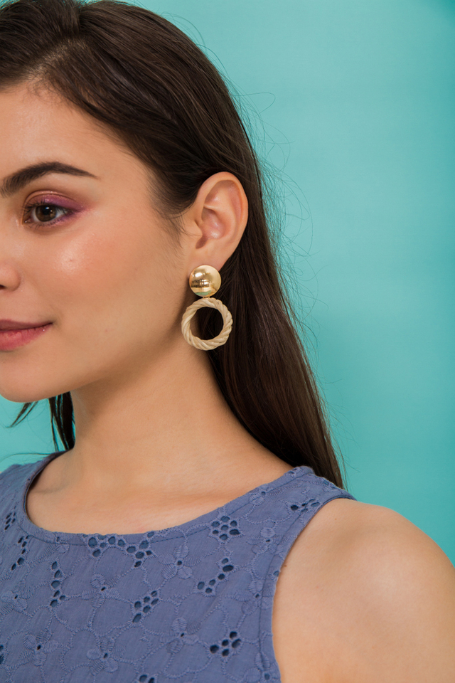 Ofira Round Straw Earrings in Cream