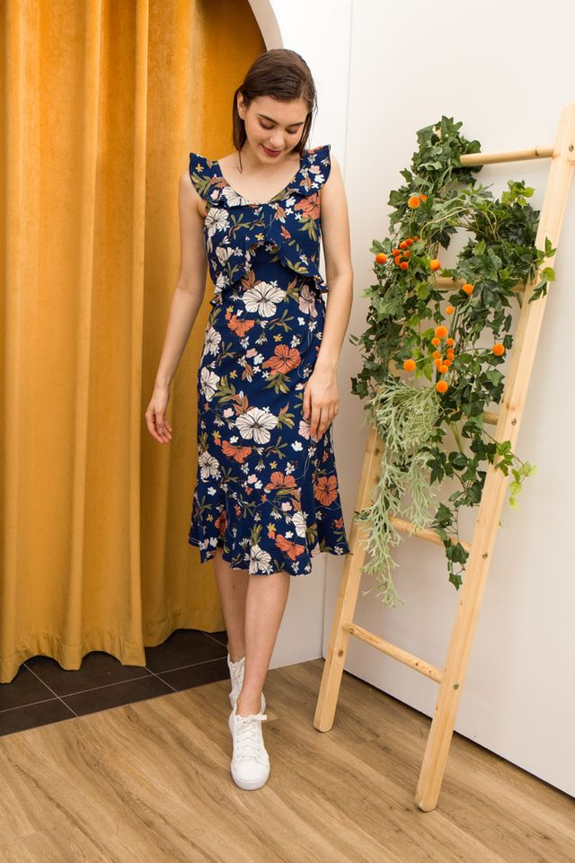 Yasmeen Floral Midi Dress in Blue (XL)