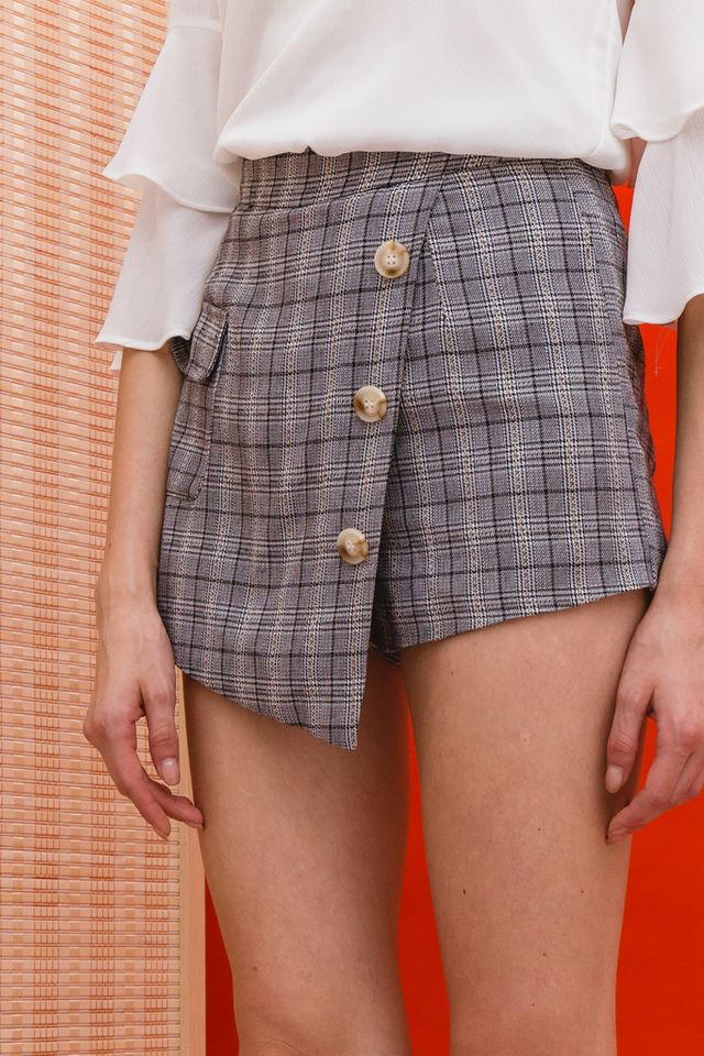 Rilla Plaid Overlay Skorts in Black