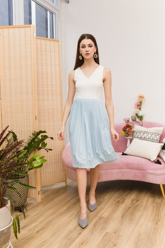Eryne Two-Tone Pleated Dress in Sky Blue