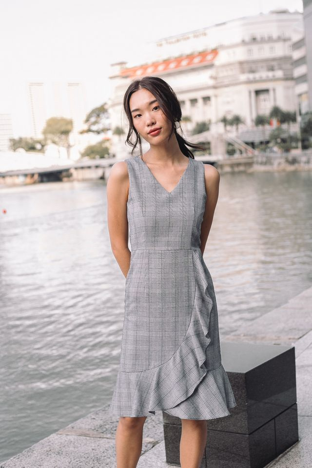Alvena Plaid Ruffles Midi Dress in Grey