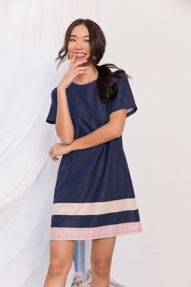 Arria Colourblock Shift Dress in Navy
