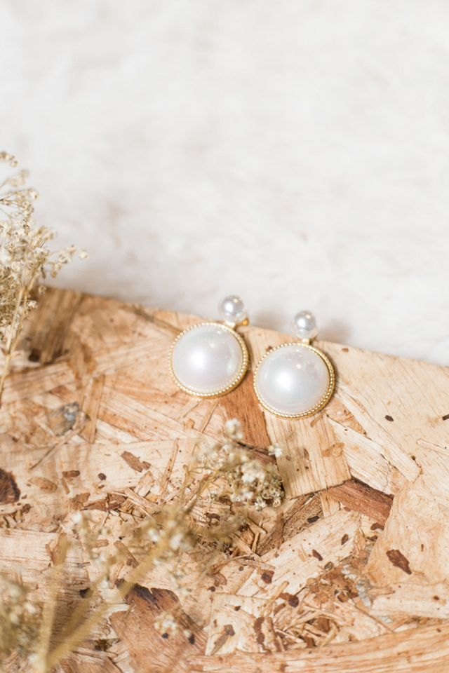 Inez Vintage Earrings in White