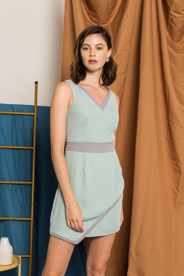 Marlowe Colourblock Overlay Dress in Mint