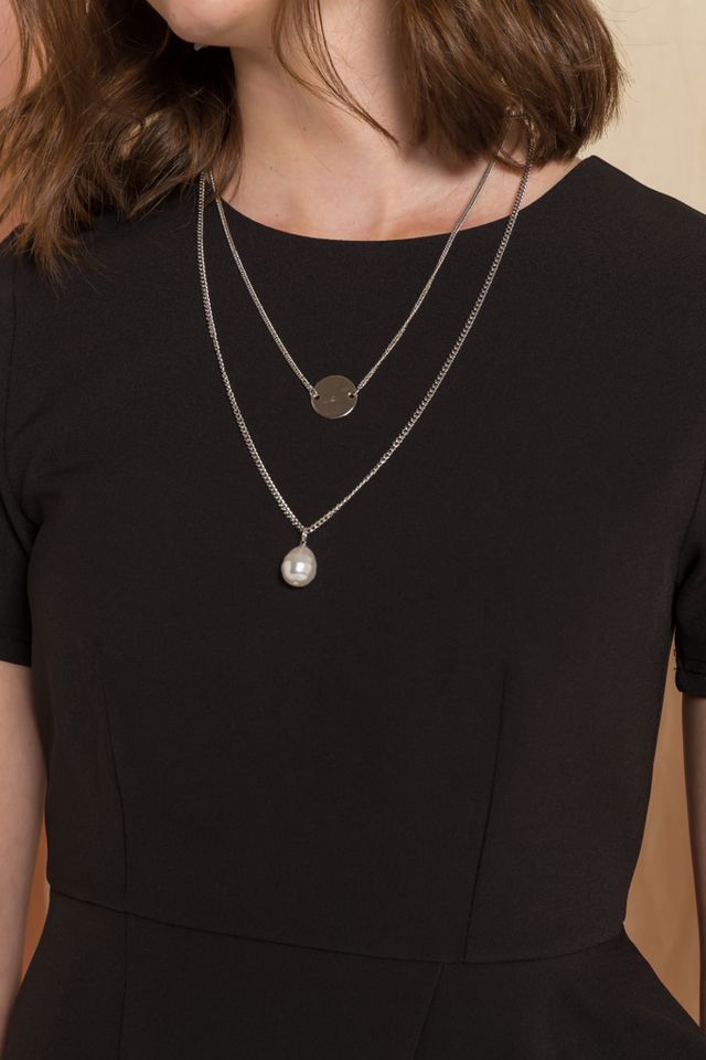 Vada Pearl & Chain Necklace