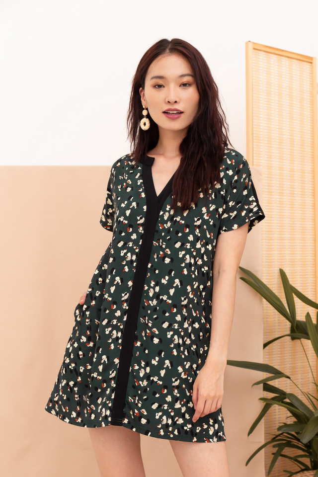 Jurnee Printed Shift Dress in Forest