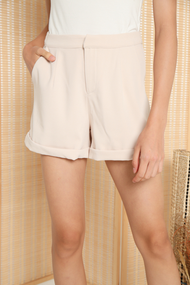 Dilisa Pocket Shorts in Beige