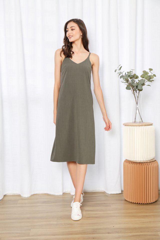 Zofia V-Neck Midi Dress in Green (L)