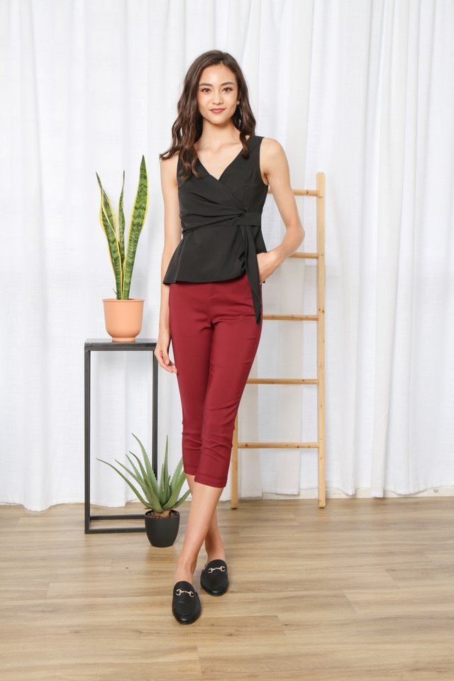 Otelia Side Knot Top in Black