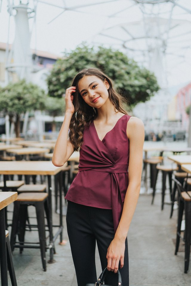 Otelia Side Knot Top in Wine
