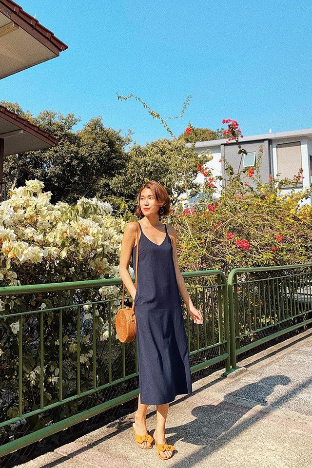 Zofia V-Neck Midi Dress in Navy