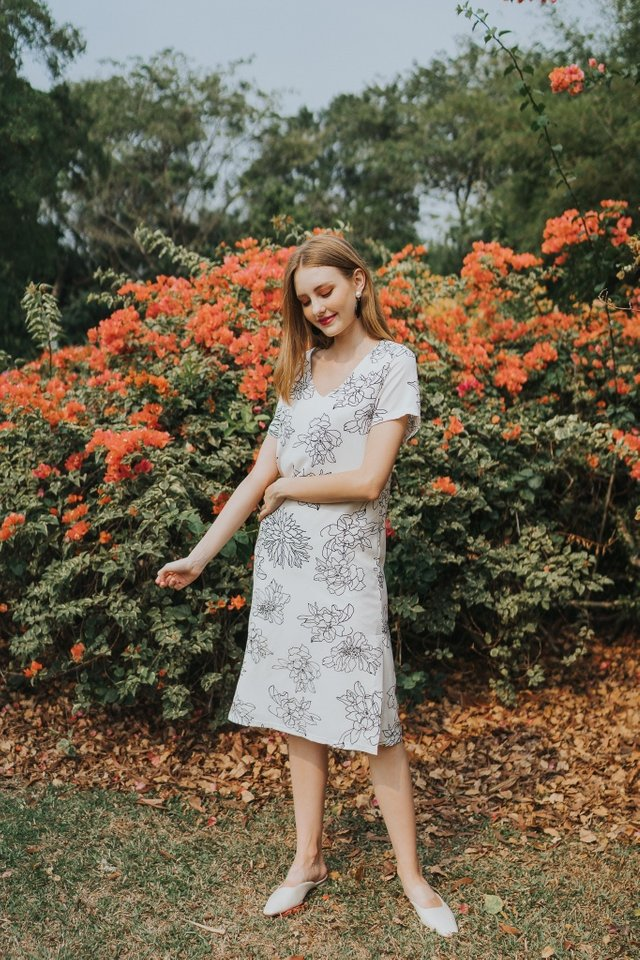 Nattie Floral Midi Dress in White