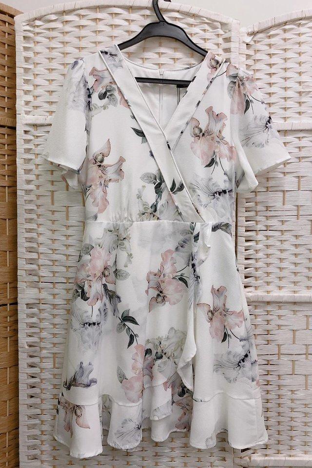 Floral Printed Ruffled Hem Dress in White