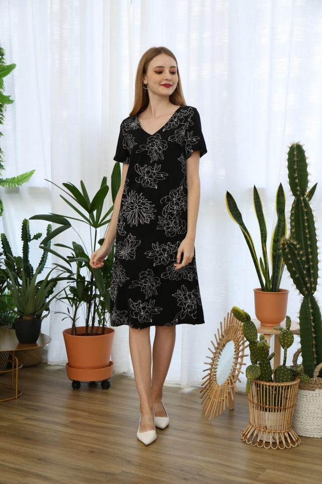 Nattie Floral Midi Dress in Black