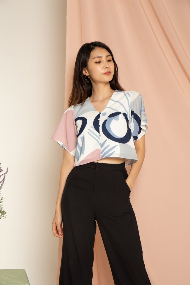 Teagan Abstract Button Top in Pink