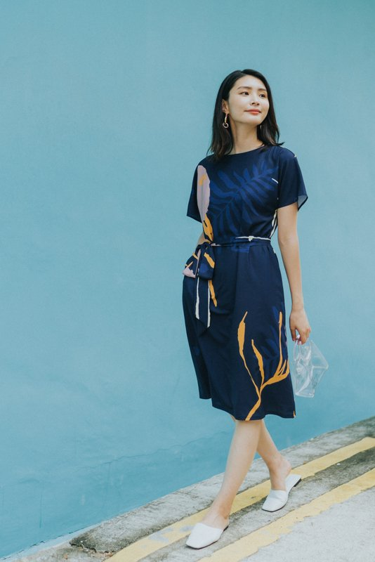 *BACKORDER* Therese Abstract Sash Midi Dress in Navy