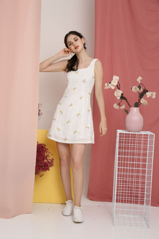 Omma Dandelion Eyelet Dress in White (L)