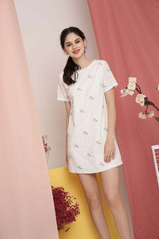 Vera Periwinkle Eyelet Shift Dress in White (M)
