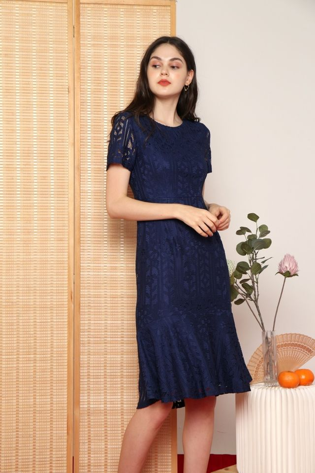 Giselle Premium Lace Mermaid Midi Dress in Navy (XS)