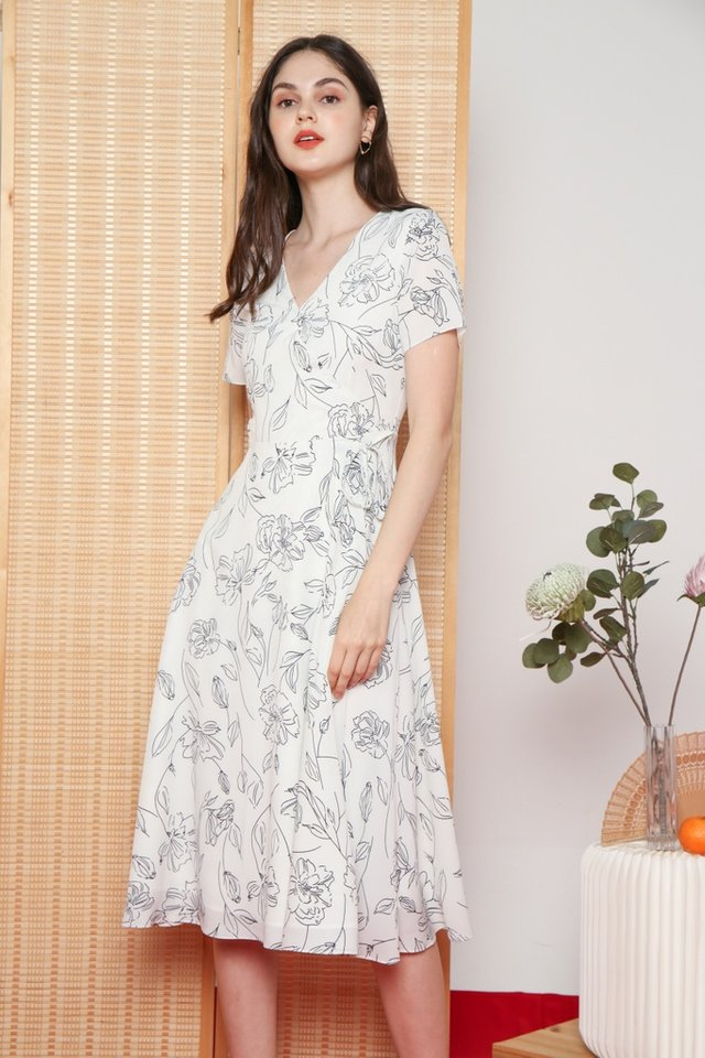 Idella Abstract Floral Midi Dress in White (XS)