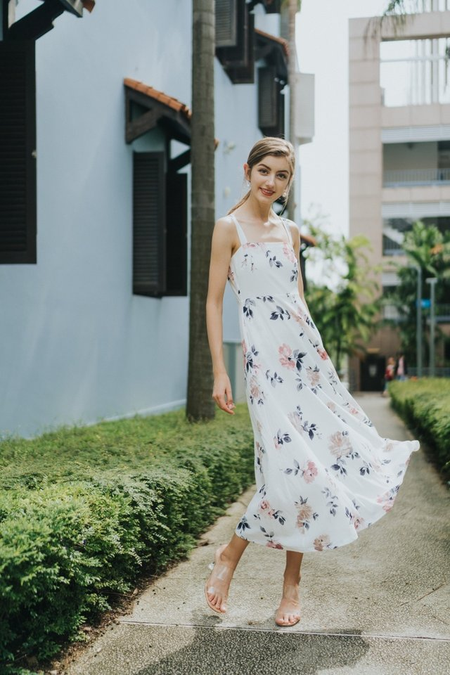 Jaquetta Floral Maxi Dress in White (L)
