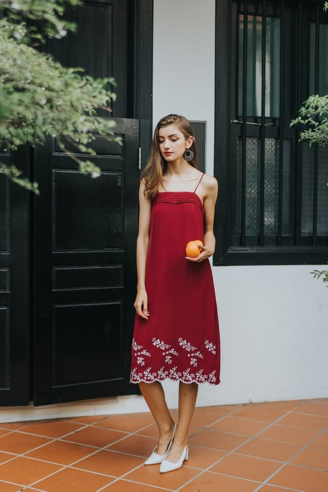 Reba Floral Embroidery Midi Dress in Wine