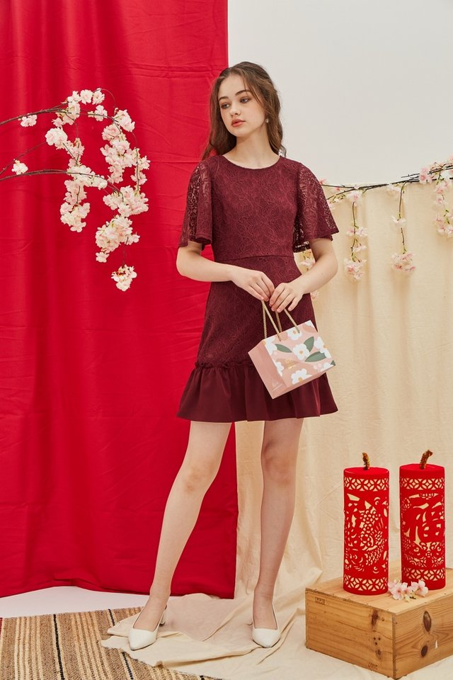 Pearle Premium Lace Ruffled Hem Dress in Maroon