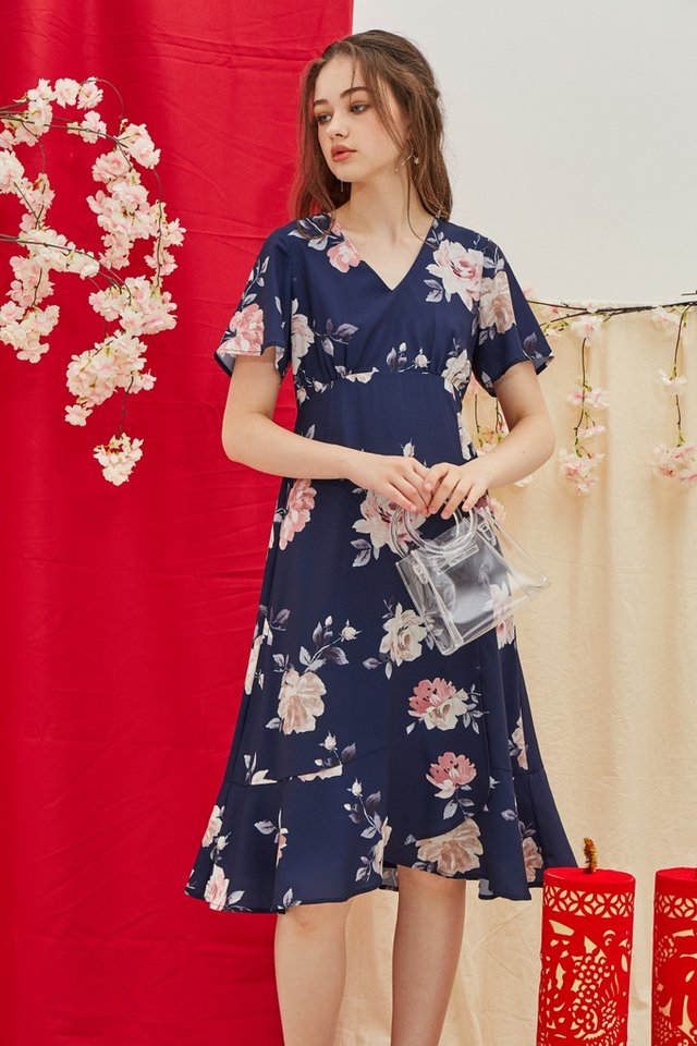 Trudy Floral Ruffled Hem Midi Dress in Navy (XS)