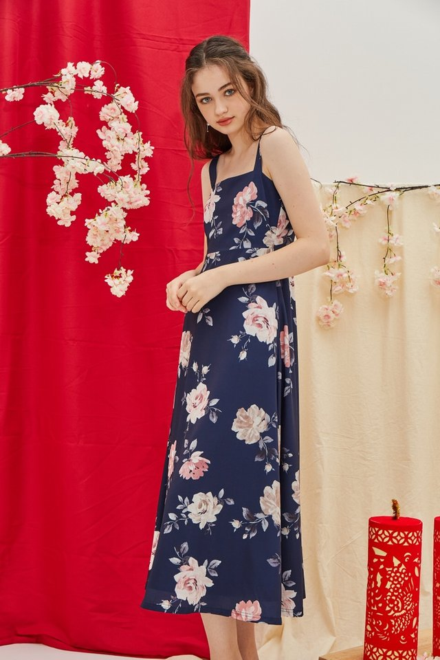 Jaquetta Floral Maxi Dress in Navy (XS)