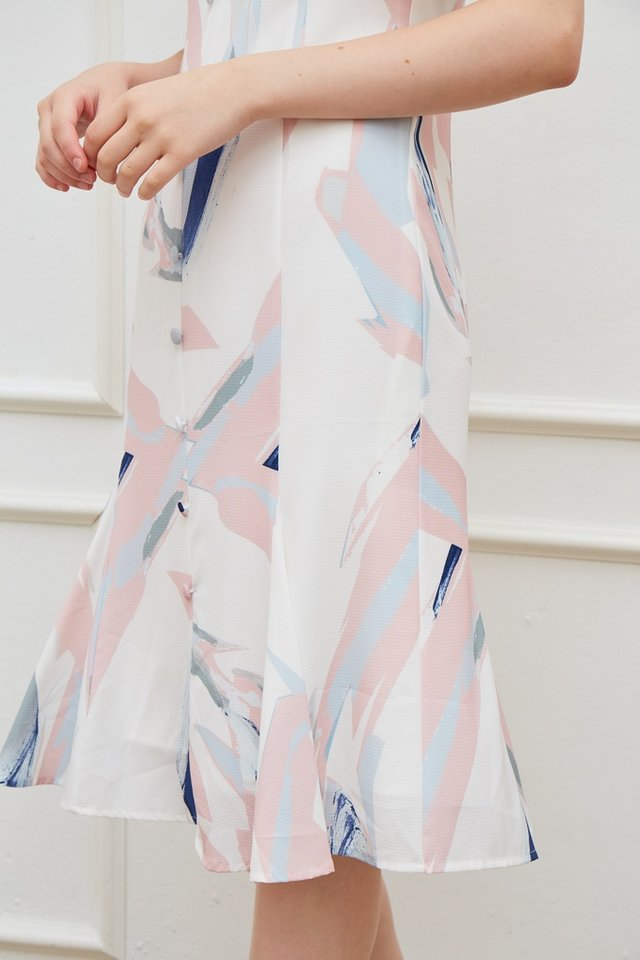 Odellia Abstract Button Midi Dress in Pink