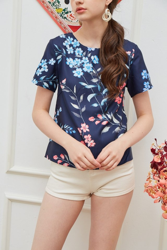 *Online Exclusive* Monica Floral Sleeved Top in Navy (XS)