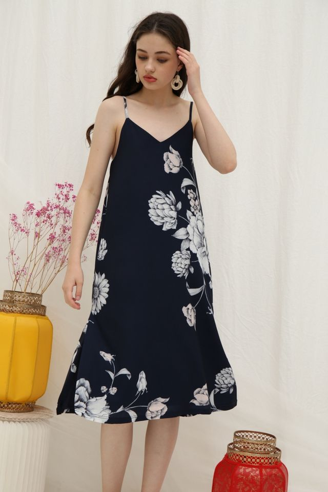 *Online Exclusive* Tammi Floral Midi Dress in Navy
