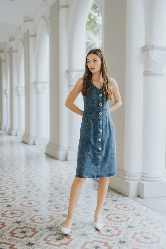 Andrea Faux Button Denim Midi Dress in Acid Wash