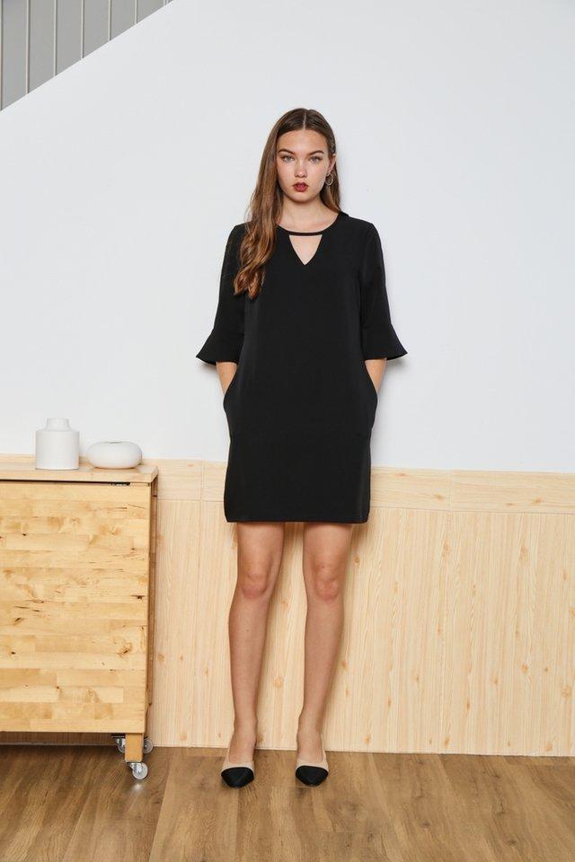 Zoey Keyhole Flutter Sleeved Dress in Black