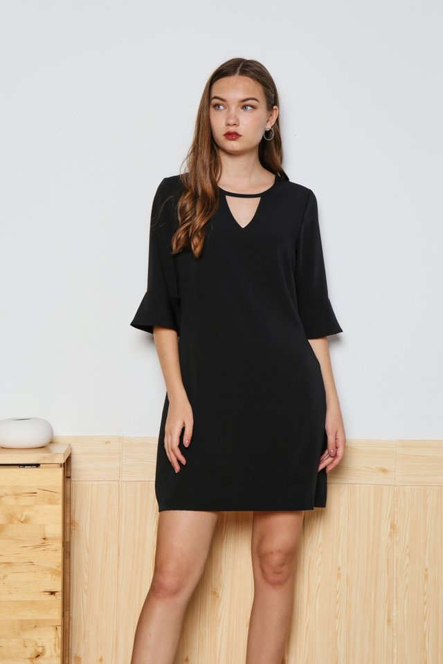 Zoey Keyhole Flutter Sleeved Dress in Black
