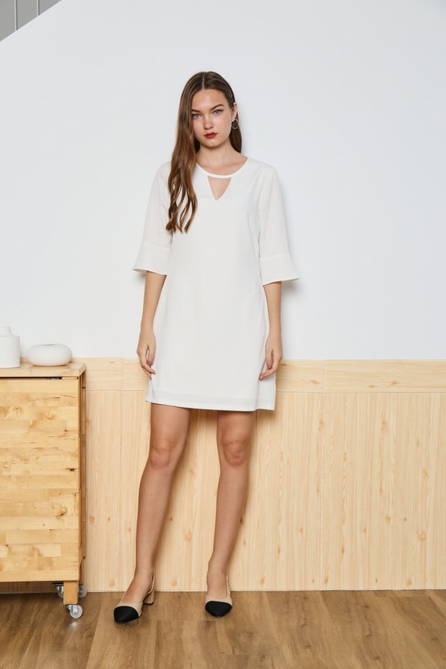Zoey Keyhole Flutter Sleeved Dress in White