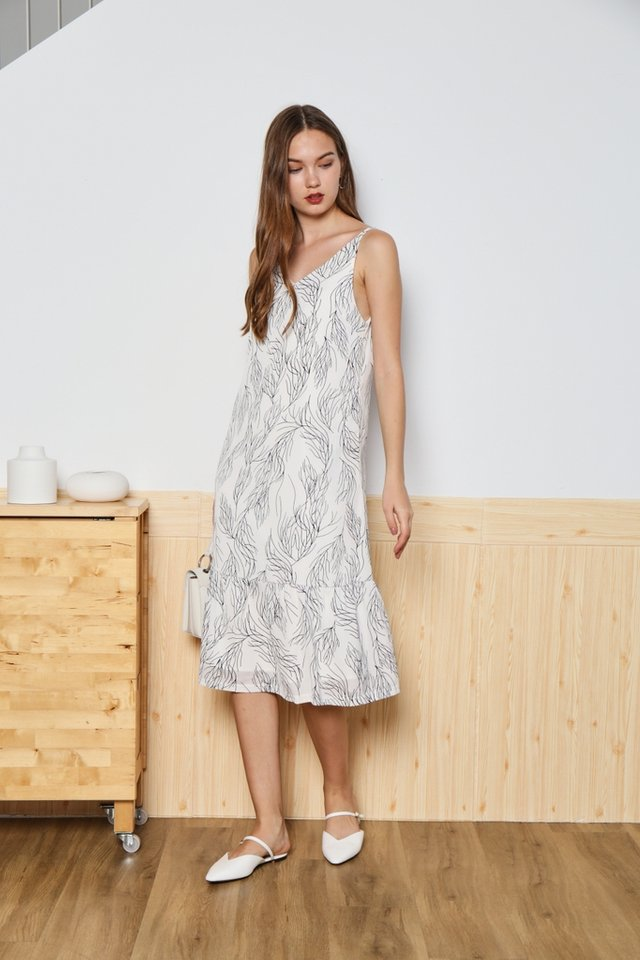 *Online Exclusive* Ellis Ruffles Hem Midi Dress in White