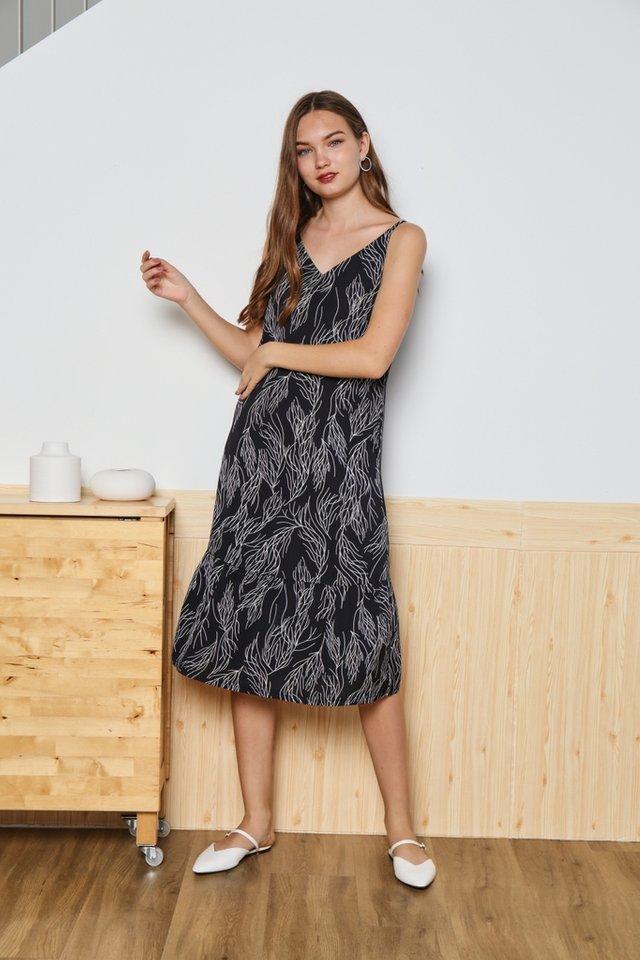 *Online Exclusive* Ellis Ruffles Hem Midi Dress in Black