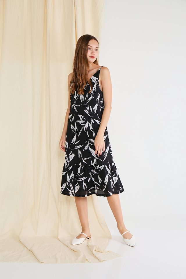 *Online Exclusive* Clancy Abstract Midi Dress in Black