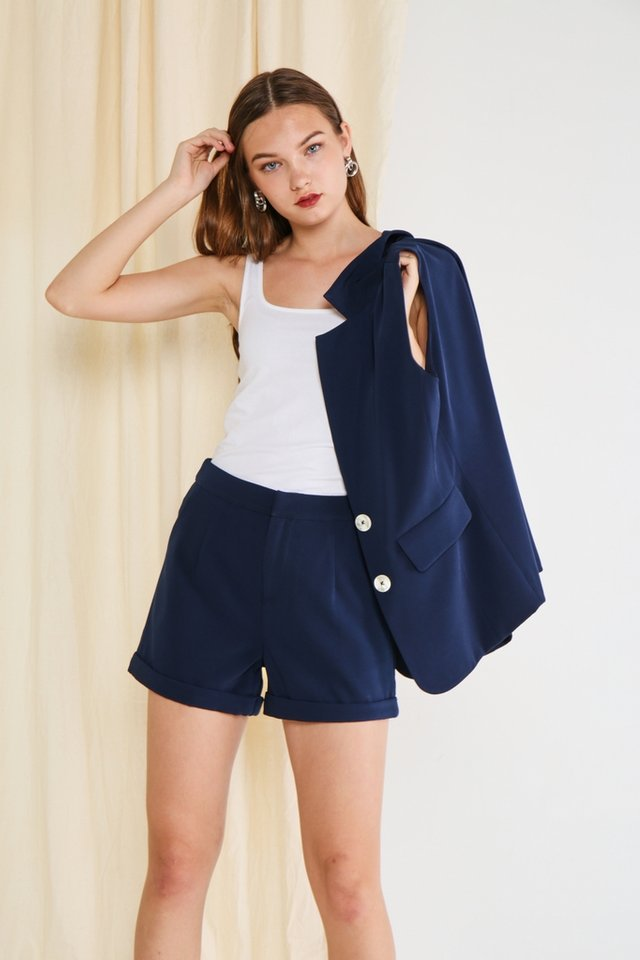 Dilisa Pockets Shorts in Navy