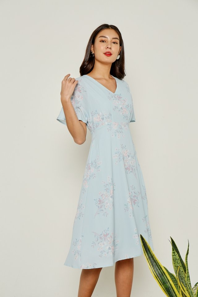 Julee Floral Flare Sleeves Midi Dress in Blue