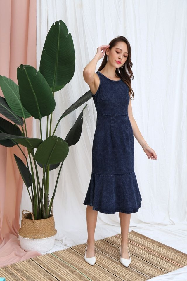 Ambre Denim Mermaid Midi Dress in Mid Wash