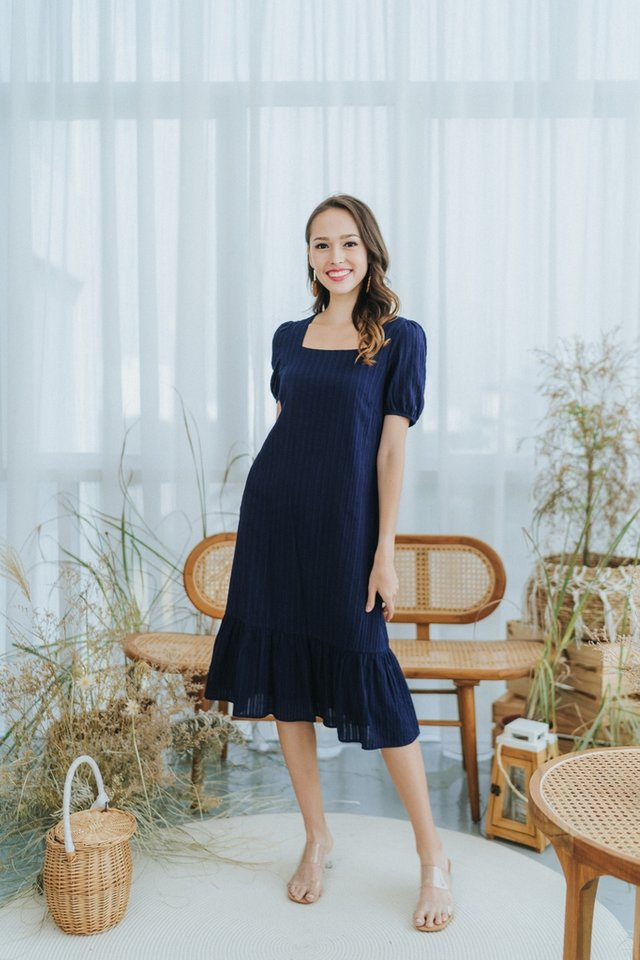 *BACKORDER* Mae Textured Puffed Sleeves Midi Dress in Navy