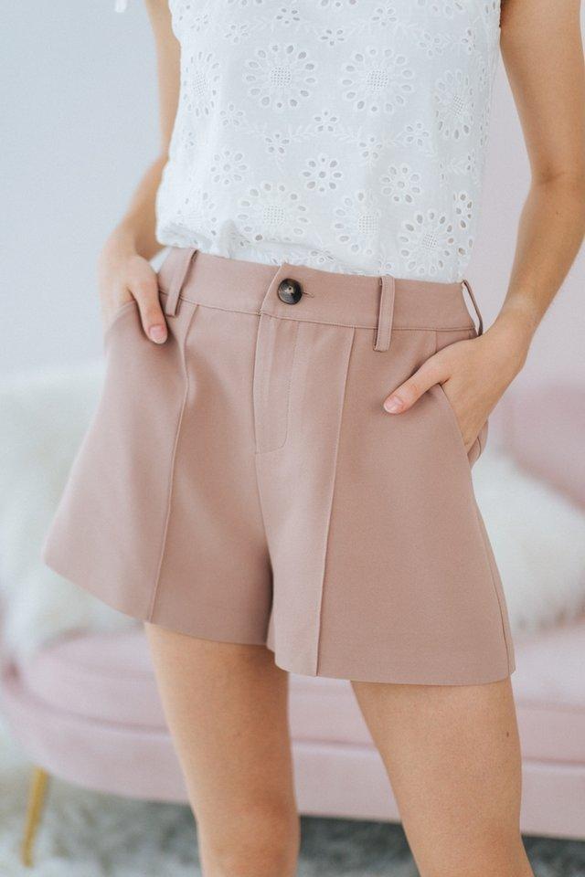 Colette Pocket Shorts in Khaki